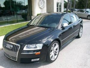 2009 Audi S8  Pictures